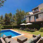 Pool and lounge area of Villa Avanti near Sitges